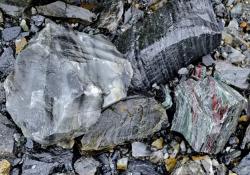 Iron ore supply on FOB/CIF