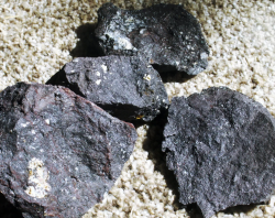 Offering iron ore 64% from owner